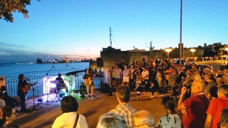 ''Merry Street'', il tour di concerti per le strade della città